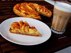 Apple flower tart with cinnamon