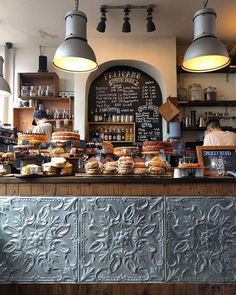 Coffee shop interior decor ideas 59 coffee bar desi̇ng в 2019 Restaurant Design, Architecture Restaurant, Deco Restaurant, Bar Deco, Deco Cafe, Cute Coffee Shop, Coffee Shop Design, Rustic Coffee Shop, Coffee Shop Bar
