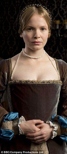 Actress Kate Phillips playing Jane Seymour