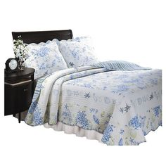 You should see this Coral Quilt Set in Blue on Daily Sales!