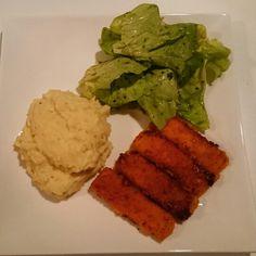 Http://zwei-haben-hunger.de  Es muss auch mal einfach sein! Fischstäbchen, Kartoffelpürree und Salat. Yummy!! Fischstäbchen immer langsam in Butter bei mittlerer Hitze braten.