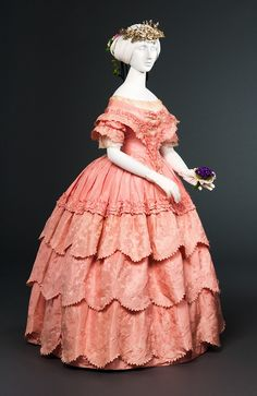 Shades of Victorian Fashion: Pretty in Century Pink Silk jacquard taffeta evening gown via FIDM. Vintage Gowns, Mode Vintage, Vintage Outfits, Victorian Gown, Victorian Fashion, Vintage Fashion, Victorian Gothic, Gothic Lolita, Antique Clothing