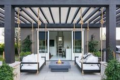 Oversized swing beds hang from pergola Backyard de. Oversized swing beds hang from pergola Backyard design ideas Oversized swing bed Oversized swing bed Wooden Pergola, Outdoor Pergola, Backyard Pergola, Backyard Landscaping, Outdoor Spaces, Outdoor Living, Pergola Swing, Small Pergola, Black Pergola