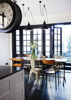 Leanne Carter's house - via The Design Files, Love the mismatched chairs Style At Home, Room Inspiration, Interior Inspiration, Furniture Inspiration, Vintage Modern, Mismatched Chairs, Industrial Interior Design, Industrial Style, Industrial Dining