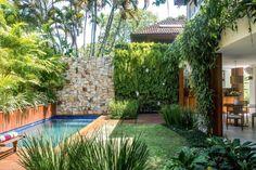 ein vertikaler Garten dient als Sichtschutz