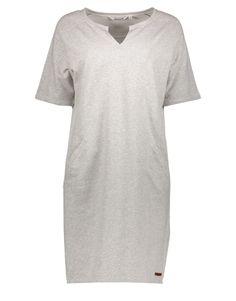 Koop Jurk - Dress Fine Sweat Light Grey Melange Online op www.vanderkamfashion.nl voor slechts € 99,95. Vind 12 andere Moscow producten op www.vanderkamfashion.nl.
