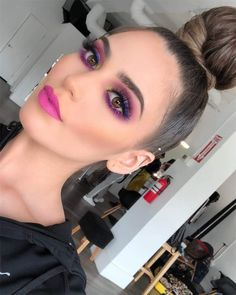 10 perfekte Abschluss Make-up Ideen für Brünette . - 10 ideas de maquillaje para graduación perfectas para morenas 10 perfekte Abschluss-Make-up-Ideen - Glam Makeup, Pink Makeup, Makeup Inspo, Face Makeup, 80s Makeup, Witch Makeup, Clown Makeup, Daily Makeup, Skull Makeup