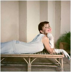 For Sale on - Audrey Hepburn, Vogue Magazine, Rome, Italy, by Norman Parkinson. Offered by Peter Fetterman Gallery. Audrey Hepburn Outfit, Audrey Hepburn Pictures, Audrey Hepburn Born, Norman, Vintage Prints, Divas, Roman Holiday, British Actresses, Vogue Magazine