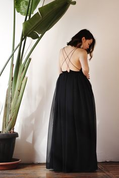 My friend Natalie has a wedding to attend soon and together we worked on a formal dress that's also perfect for PROM SEASON. It features backless design, flowing chiffon, and customizable lace-up back! Choose your own cat's cradle adventure...