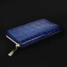 本質を知る大人にこそふさわしいクロコの長財布