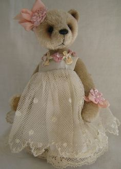 beautiful dress...  When I see things like this  makes me want to start making my dolls and Teddy Bears again!  Love them