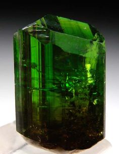 Chrome Tourmaline from Commander Mine, Nadonjukin, Simanjiro, Tanzania [db_pics/pics/t895b.jpg]
