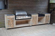Buitenkeuken van Wooddesign4u met hardstenen wasbak en borettie bbq