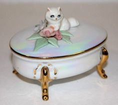 Vintage Porcelain Footed Trinket Box With Persian Cat 24 Kt Gold Hand Painted (05/15/2015)