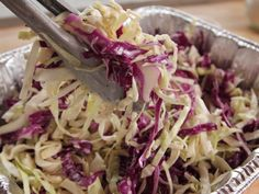 Chipotle Slaw - Ree Drummond, The Pioneer Woman recipes side d. Chipotle Slaw - Ree Drummond, die Pionierin Rezepte Beilagen paula deen Rezepte Beilagen P Paula Deen, Ree Drummond The Pioneer Woman Recipes, Pioneer Woman Pasta, Fresco, Feta, Food Network Canada, Homemade Sauce, The Ranch, Soup And Salad
