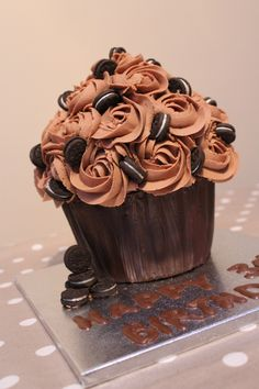 Looking for a great dessert for completing your meals at home? This is quick and simple best three chocolate cake recipes ready to serve you at home. Large Cupcake Cakes, Cupcake In A Cup, Giant Cupcakes, Fancy Cakes, Cute Cakes, Cupcake Cookies, Yummy Cakes, Ladybug Cupcakes, Kitty Cupcakes