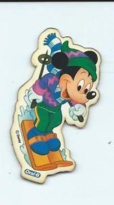 Magnet aimanté- Mickey sur des Skis- Disney des années 1980-90- publicité Oral B - Bernex, France métropolitaine Magnet aimanté- Mickey sur des Skis- Disney des années 1980-90- publicité Oral BDécoration pour frigo ou toute surface métallique Longeur env.7 cm Largeur env. 3.5 cmOccasion - un fin pli au milieu de l'image et légr - Bernex, France métropolitaine