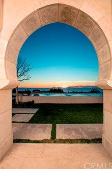 Beautiful archways fame stellar ocean views.