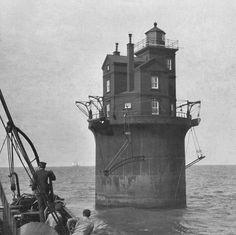 Fourteen Foot Bank Lighthouse, Delaware at Lighthousefriends.com