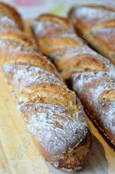 J'ai piqué cette recette de petites baguettes chez Sylvie et depuis, je les fais minimum tous les weekend. Elles sont juste parfaites et beaucoup plus facile (rapide) à réaliser que les baguettes françaises. Pour 3 petites baguettes, il vous faudra :...