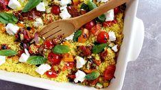 Kuskusový salát s pečenou zeleninou a sýrem feta Feta, Bruschetta, Vegetable Pizza, Cobb Salad, Vegetables, Cooking, Ethnic Recipes, Tarte Tatin, Kitchen