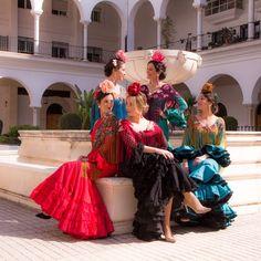 Nueva Colección Flamenca 2018 de #BlancoAzahar. 🌸😍 Colección de #FloresÚnicas acompañadas de #peinecillos de #FlordeJazmín destacando los… Moda Floral, Mermaid, Formal Dresses, Coral, Instagram, Fashion, Canela, Hydrangea Corsage, Orange Blossom