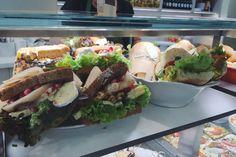 vegan and vegetarian sandwich Organic Recipes, Ethnic Recipes, Avocado Toast, Sandwiches, Vegetarian, Lunch, Vegan, Breakfast, Healthy