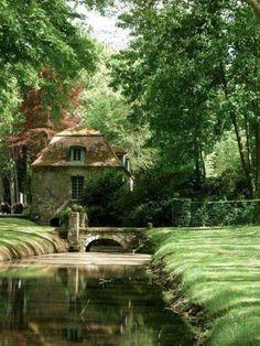 La Foulerie Tea Room, Courances, Essonne, France - New Ideas Garden Cottage, Cozy Cottage, Cottage Homes, Beautiful Gardens, Beautiful Homes, Beautiful Places, English Cottage, English Manor Houses, English House