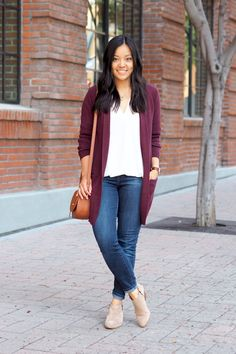 Tunic Outfit Ideas outfits with a curvy tunic chicisimo Tunic Outfit Ideas. Here is Tunic Outfit Ideas for you. Maroon Cardigan Outfit, Cardigan Outfits, Dress With Cardigan, Burgundy Cardigan, Outfit Jeans, White Cardigan, Maroon Blazer, Mustard Cardigan, Cardigan Sweaters