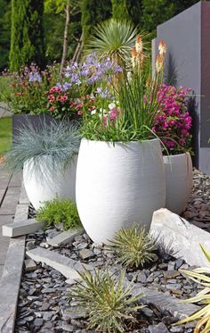 Contemporary fiber cement planters in brilliant white with colorful flowers and . - Contemporary fiber cement planters in brilliant white with colorful flowers and grasses. Great idea for front yard curb appeal or a backyard seating area Small Front Yard Landscaping, Backyard Landscaping, Landscaping Ideas, Diy Garden, Garden Pots, Garden Ideas, Patio Ideas, Summer Garden, Outdoor Ideas