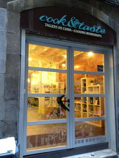 fish stall, cleaning, la boqueria, market tour, cooking class, Innenarchitektur ideen
