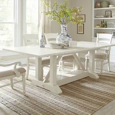 36 Awesome Extendable Farmhouse Table Design Ideas For Your Dining Room Extendable Dining Table, Dining Table In Kitchen, Dining Table Decor, Dining Room Furniture, Distressed Dining Table, White Dining Room, Solid Wood Dining Table, Farmhouse Dining Table, Home Decor