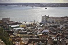 Lisbon, Portugal – Cool, Cultural and Cosmopolitan - via Foody Traveller 09.08.2014 | Lisbon certainly has a lot going for it. But on the late November days that we were there, there was nothing cool about the weather. It was warm, gloriously warm as we sat on the terrace of the Castelo de S. Jorge basking in the sunshine watching some peacocks preening their feathers. Photo: Castelo, Lisbon
