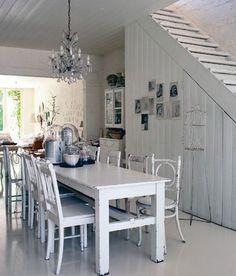 Ooooo white vintage home alert!