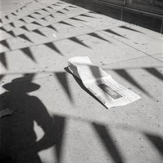 Vivian Maier was born in New York to a French mother, who moved Maier to France as a child. In the she began working as a professional nanny for families in Chicago. It was during this time that Maier became a voracious street photographer… Shadow Photography, Street Photography, Portrait Photography, Urban Photography, Photography Ideas, Photography Aesthetic, Minimalist Photography, Photography Lessons, Color Photography