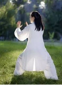 What is Meditation and What Are Its Benefits Qi Gong, What Is Meditation, Reiki Meditation, Meditation Music, Mindfulness Meditation, Kung Fu, Tai Chi Movements, Tai Chi Moves, Tai Chi Qigong