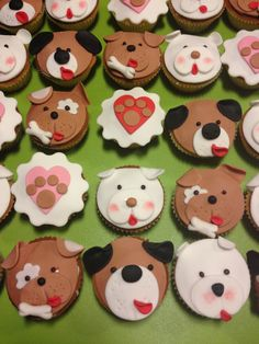 dog and cat cupcakes Cake Icing Tips, Fondant Icing, Fondant Toppers, Fondant Cupcakes, Cupcake Cakes, Puppy Cupcakes, Animal Cupcakes, Cupcake Day, Cupcake In A Cup