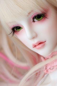 White Beauty by chibi-lilie.deviantart.com on @DeviantArt