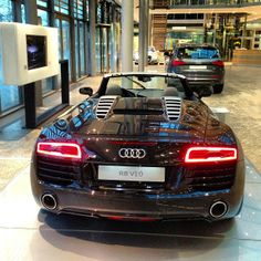 Beautiful shoulder | 2014 Audi R8 Spyder at Audi Forum Ingolstadt