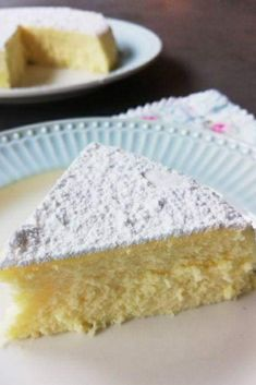 La torta giapponese o japanese cotton cheesecake è una soffice torta realizzata con soli 3 ingredienti: formaggio spalmabile, cioccolato bianco e 3 uova per una semplice cottura in forno a vapore. Ricette dolci delizie dessert giallo zafferano ricetta sofficissima #recipes