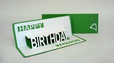 シンプルで男性に喜ばれそうな誕生日カード。配置がきちんと計算...