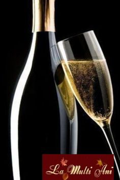 Italian Sparkling Experience – Discover Franciacorta's Jewels Champagne Moet, Foto Still, Glass Photography, Wine Art, In Vino Veritas, Foto Art, Italian Wine, Wine And Spirits, Belle Photo