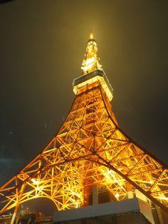 東京タワー Beautiful World, Beautiful Places, Tokyo Skyline, Tokyo Tower, Japan Photo, Fire Heart, Tour Eiffel, City Streets, Tokyo Japan