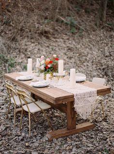 organic modern tablescape - photo by Jenna McElroy http://ruffledblog.com/organic-modern-wedding-inspiration #tablescapes #weddingreception #receptions