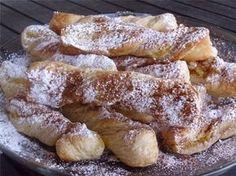 Πανεύκολα Μπουγατσίνια! - Filenades.gr Greek Sweets, Greek Desserts, Greek Recipes, Pastry Recipes, Sweets Recipes, Baking Recipes, Sweet Buns, Sweet Pie, Low Calorie Cake