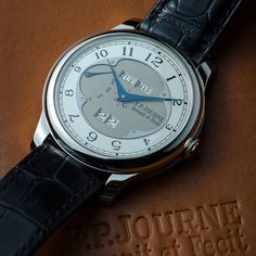 The year of the Quantieme Perpetuel finally getting delivered! This lovely perpetual changes date at precisely midnight with all windows jumping at a speed of 16/1000th of a second all at the same time! Photo credit David Carteron #fpjourne #perpetualcalendar #watchporn by thejourneguy