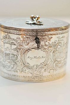 Antique Vintage Decor Antique George III Sterling Silver Tea Caddy, by William Vincent. Vintage Box, Vintage Silver, Antique Silver, Vintage Decor, Décor Antique, Antique Boxes, Bronze, Tea Tins, Tea Caddy
