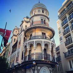 Old  new #moorish #architecture #seville #trinaturk