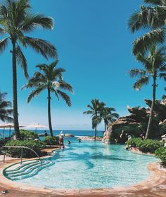 Mondays are full of touch decisions. 🤔 Like infinity pool or ocean? @DisneyAulani #bothplease #MondayBlues #PlaceofJoy 📷—@Akane__29