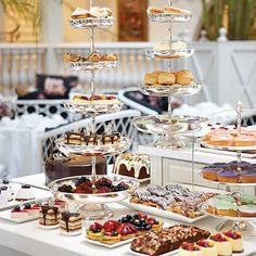 Ideas For Elegant Brunch Buffet Tea Sandwiches Dessert Table, A Table, Tee Sandwiches, Catering, Fingers Food, Luxury Food, Afternoon Tea Parties, Cupcakes, My Tea